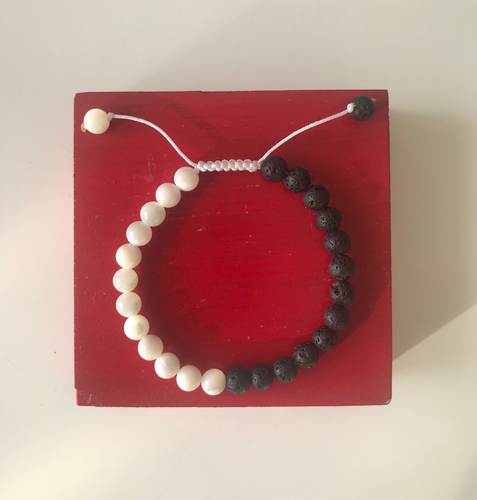 Ying & Yang bracelet with nacre and lava stone